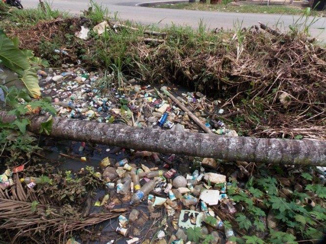 Drainase yang tersumbat sampah
