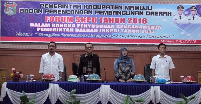 Forum SKPD dihadiri Bupati Mamuju H Habsi Wahid, Wakil Bupati Mamuju H Irwan Pababari, Ketua DPRD Mamuju Hj St Suraidah Suhardi, Ka Bappeda Rahmat Tahir