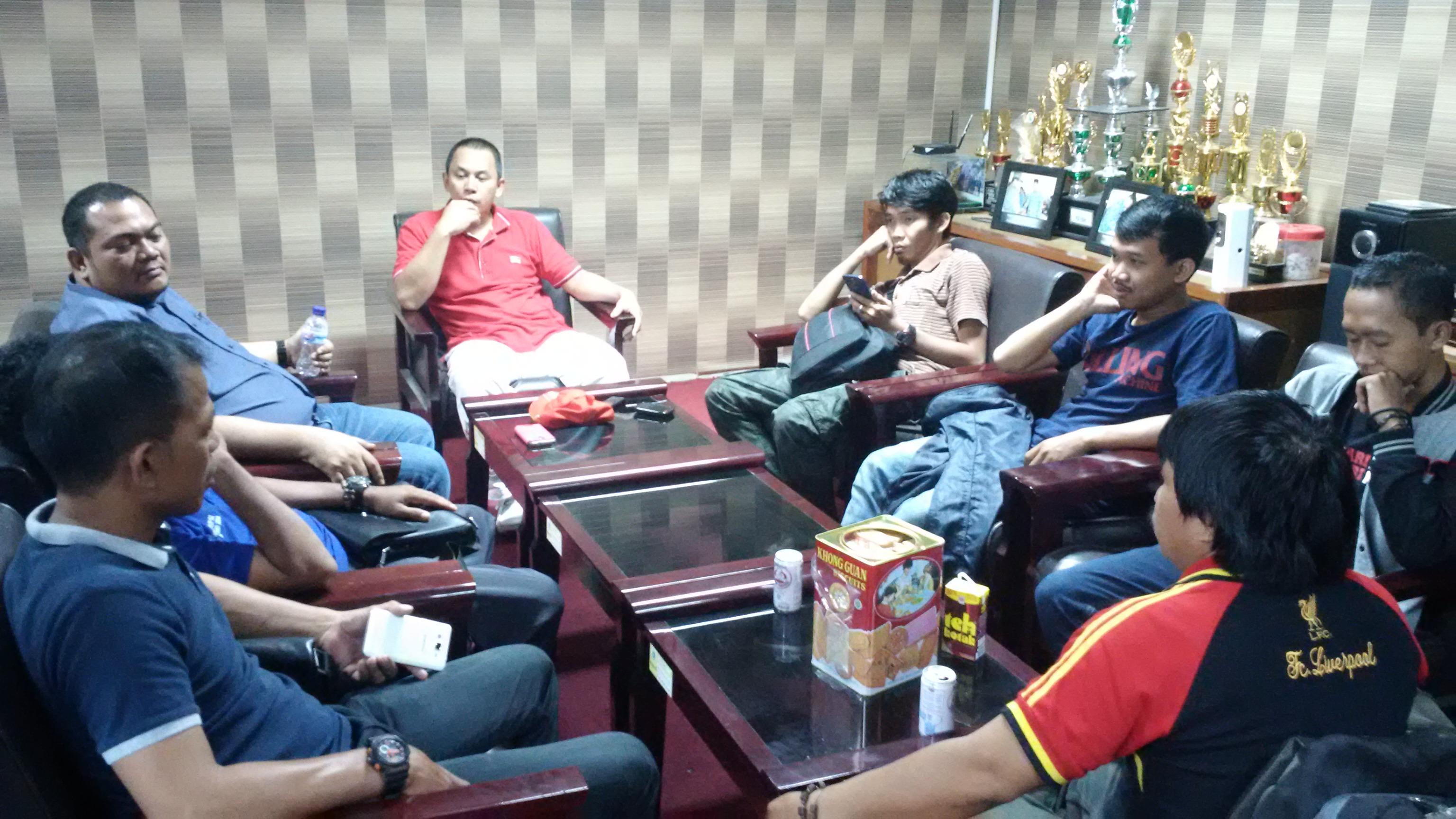 Silaturahmi Sekwan DPRD Sulbar dengan sejumlah insan pers