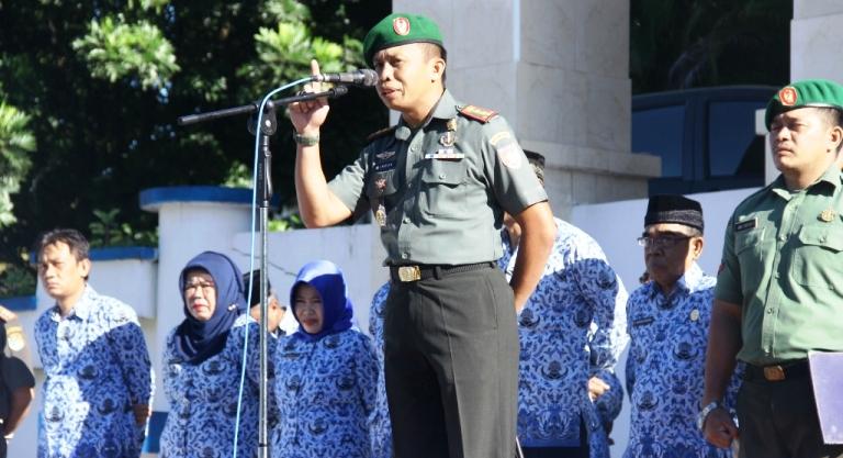 Komandan Kodim 1418 Mamuju bertindak sebagai Inspektur Upacara pada Hari Kesadaran Nasional di halaman Kantor Bupati Mamuju