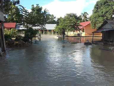 Sekolah yang terendam banjir