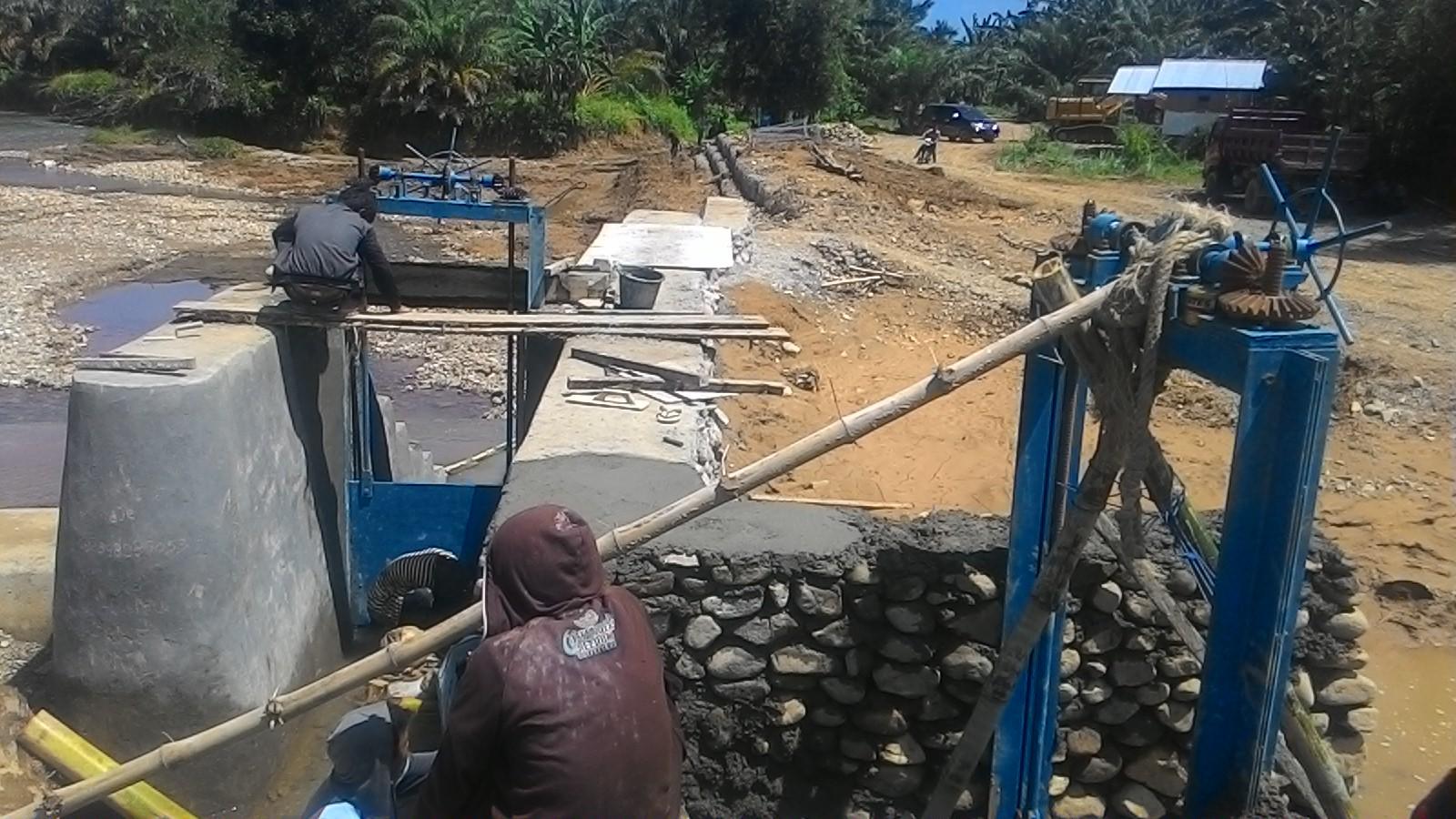 Pekerjaan Bendungan Sungai Salubarana