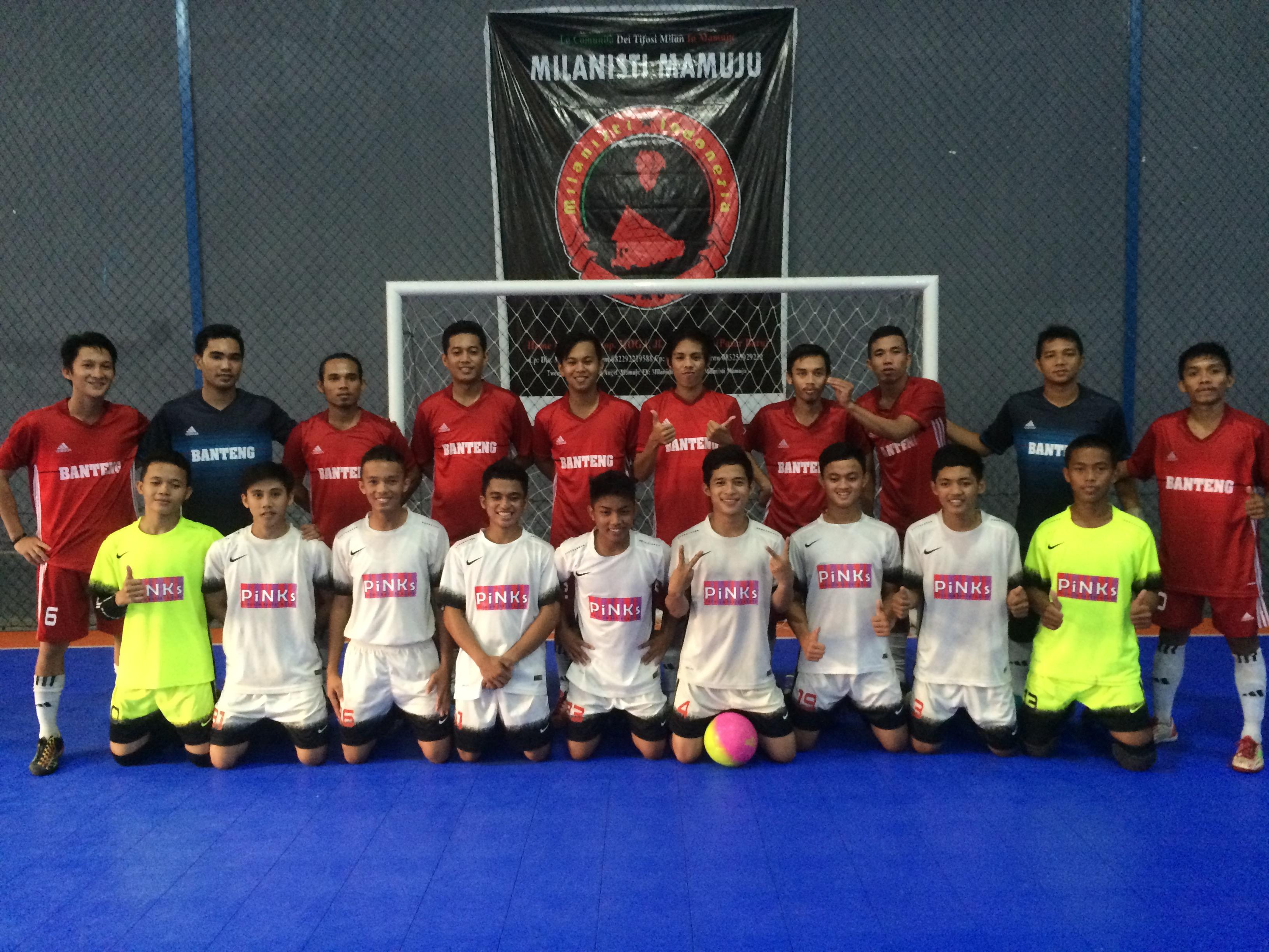 Foto Bersama Arena FC dan Banteng FC sebelum pertandingan