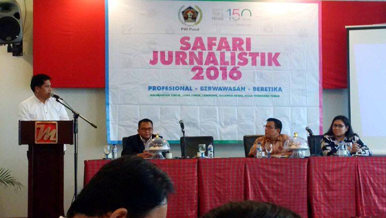 Kepala Biro Humas Sulbar Hamsi saat memberikan sambutan pada safari jurnalistik 2016