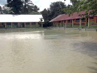 SDN Kalukumbeo Yang Terendam Banjir Luapan Sungai Lariang