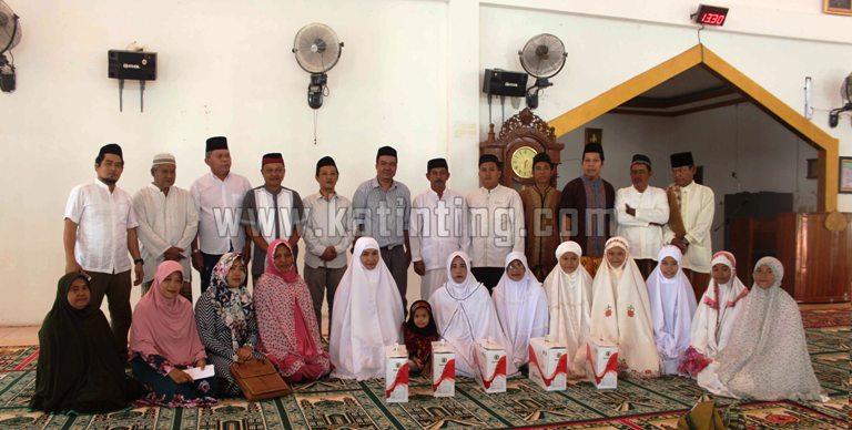 foto bersama pengurus PHBI dan Majelis Ta'lim Masjid Nurul Huda Tasiu