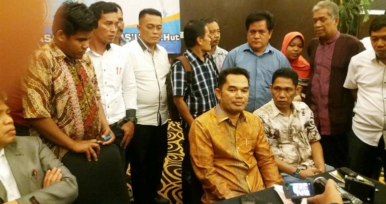 Hasanuddin Mas'ud didampingi sejumlah tim dan relawan