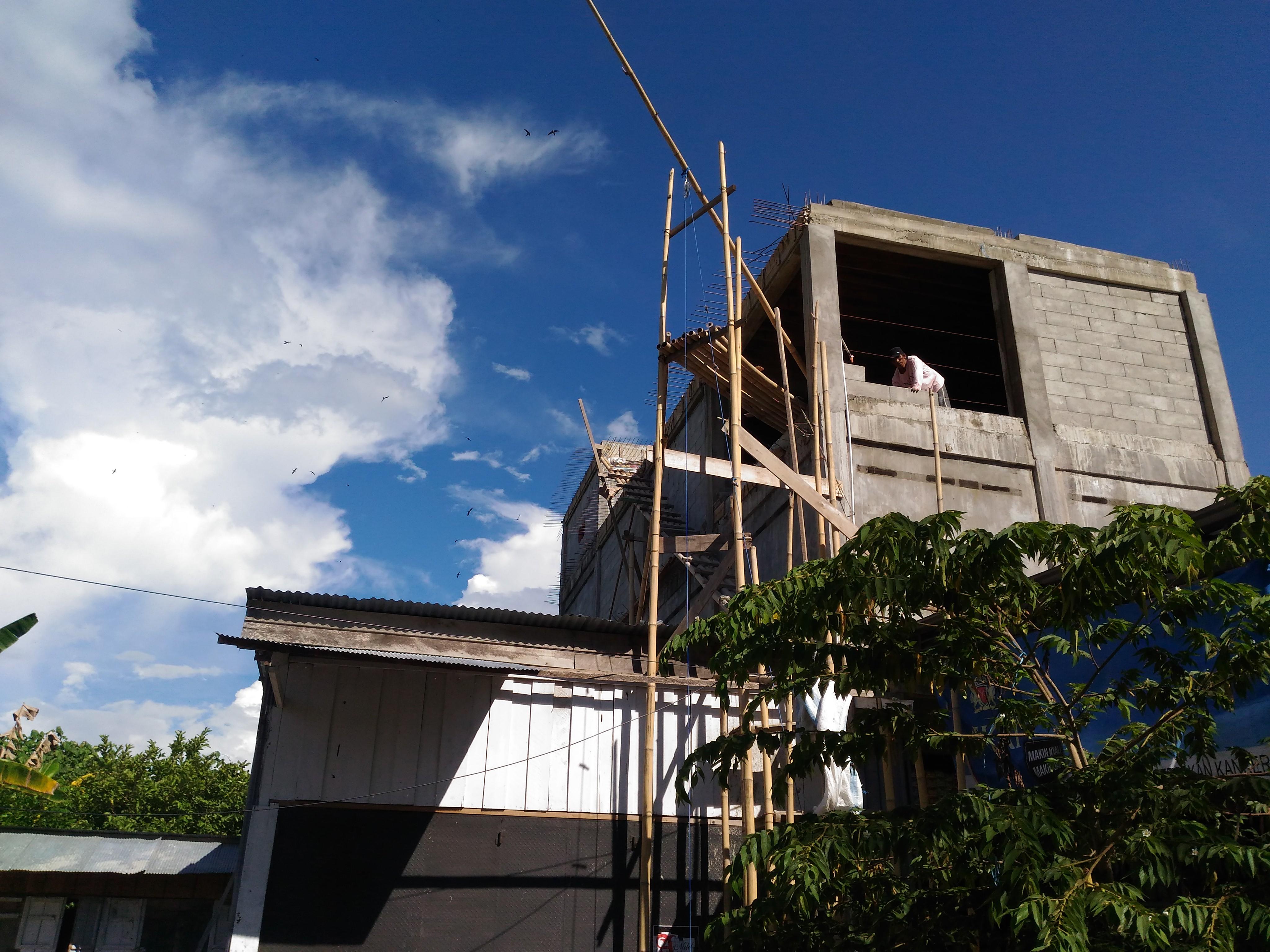 Warga yang membangun rumah sarang walet di Matra