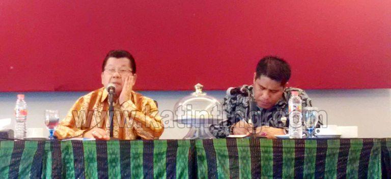 Gubernur Sulbar dan Kepala Biro Humas Sulbar saat konfrensi pers