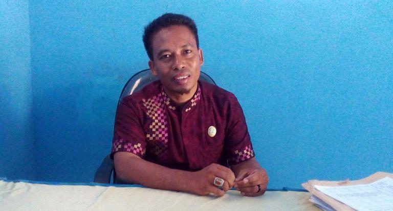Hafid, S.Pd, Kepala Sekolah SMP satu atap Tosonde Kecamatan Bambalamotu
