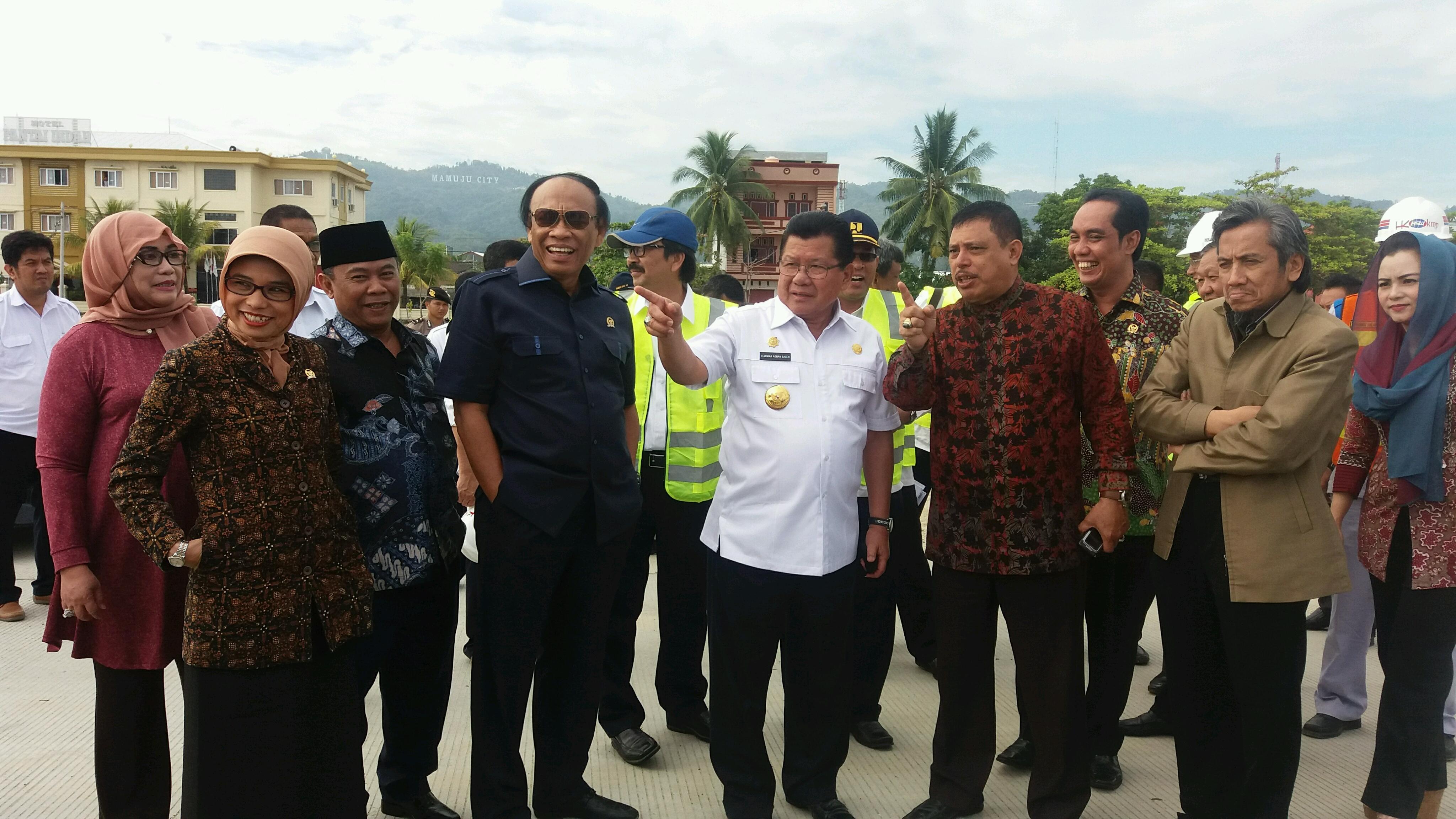 Komisi V DPR RI bersama Gubernur Sulbar saat berkunjung di pelabuhan Belang-belang