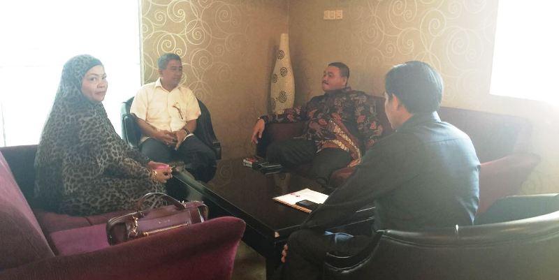 ABM saat berbincang dengan Ketua DPD Hanura DKI Jakarta Ongen Sangaji awal Agustus lalu