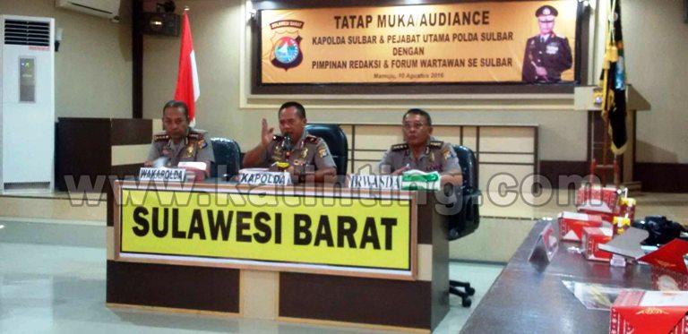 Kapolda Sulbar (tengah) saat memberikan keterangan pers