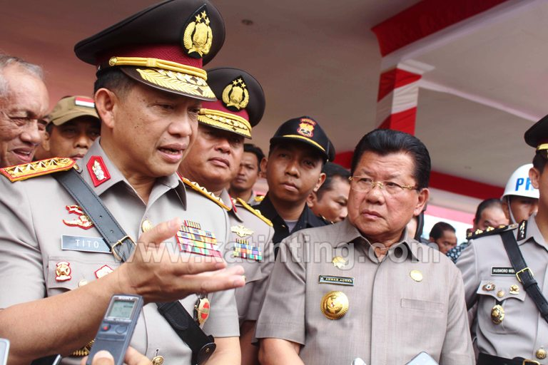 Kapolri bersama Gubernur Sulbar saat memberik keterangan kepada wartawan