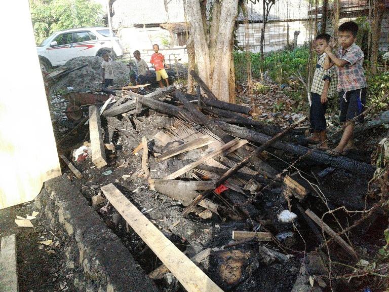 Rumah yang terbakar di Kampung Baru Kalukku
