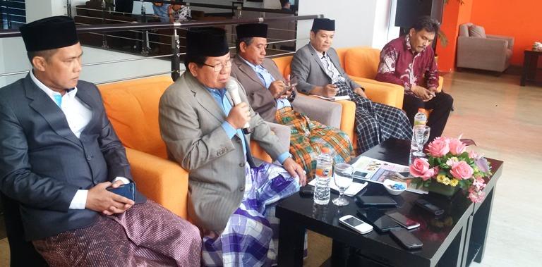 Gubernur SUlbar saat menggelar jumpa pers