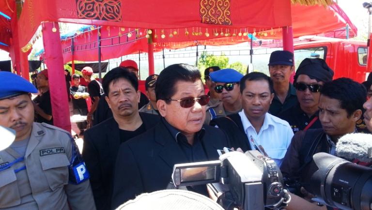 Gubernur Sulbar memberi keterangan kepada sejumlah media di Mamasa
