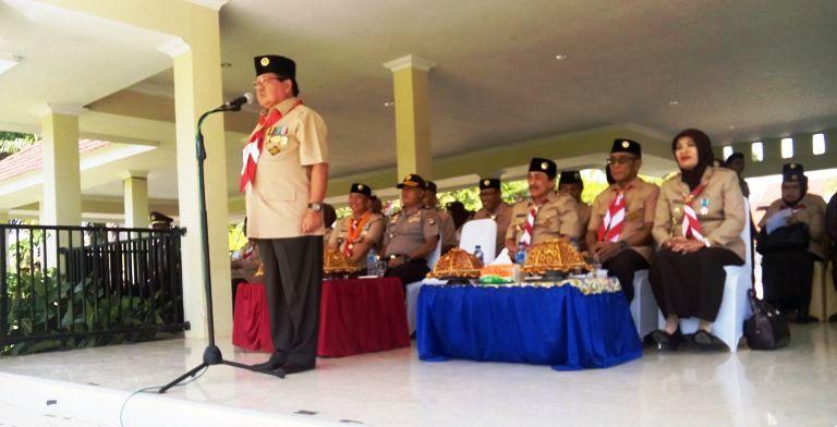 Gubernur Sulbar saat memimpin apel besar HUT Pramuka 55