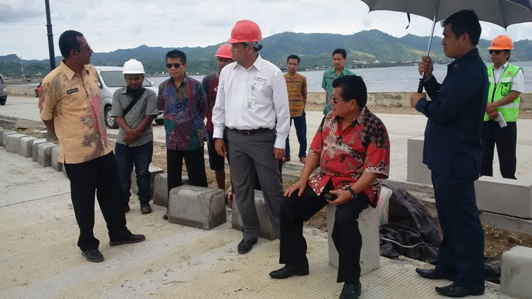 Gubernur Sulbar saat memantau persiapan pameran HUT Sulbar