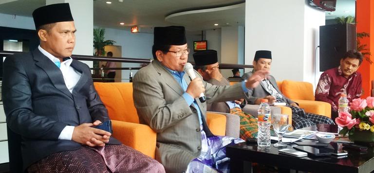 Kiri-Kanan : Haeruddin Anas, Anwar Adnan Saleh, Nazaruddin, Farid Wadji saat konfrensi pers