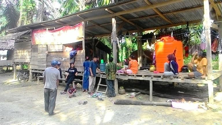 Bangunan warga yang sudah menjelang 4 tahun menduduki lokasi sengketa di Baribi