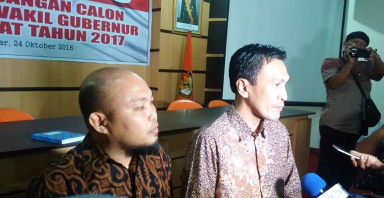 Komisioner KPU Sulbar, Adi Arwan Alimin (Kiri) dan Usman Suhuria