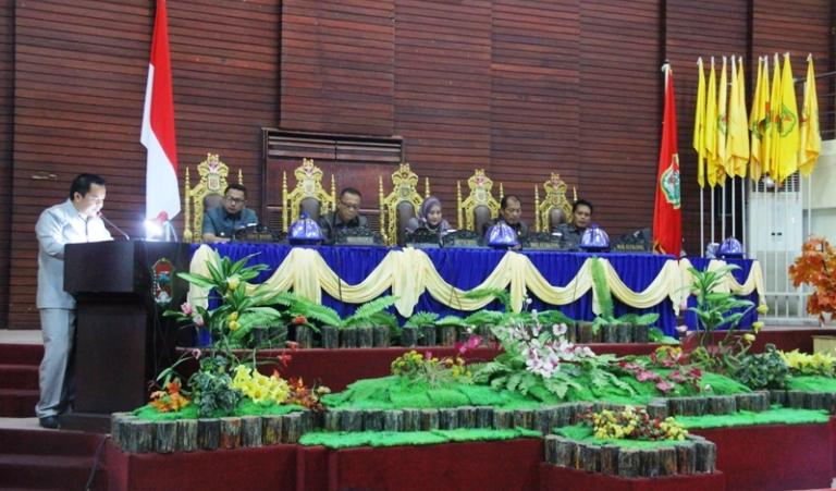 Suasana rapat paripurna di gedung DPRD Mamuju