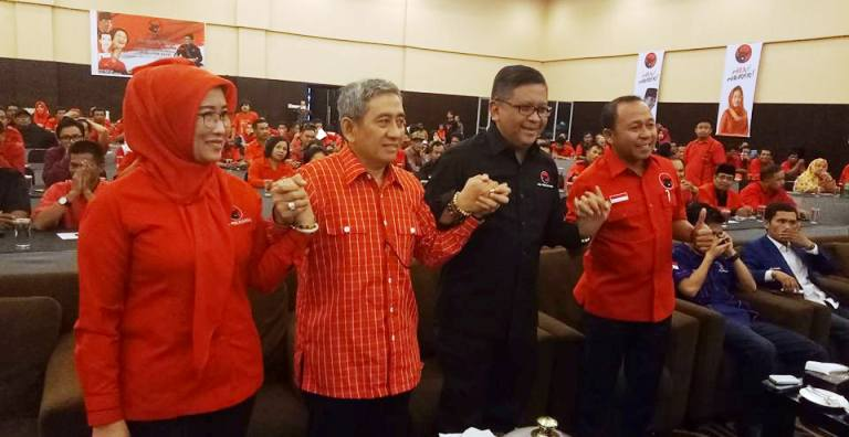 Foto bersama Pengurus DPP PDIP Sri Rahayu, Ali Baal Masdar calon Gubernur Sulbar, Sekjend PDIP Hasto Kristiyanto dan Ketua PDIP Sulbar Agus Ambo Djiwa