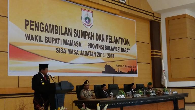 Foto Gubernur Sulbar saat memberikan sambutan usai mengambil sumpah dan melantik Bonggalangi sebagai Wabup Mamasa