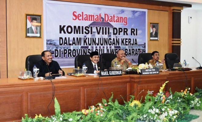 Wagub Sulbar, Aladin S Mengga menerima kunjungan kerja Komisi VIII DPR RI di Lantai 2 Kantor Gubernur Sulbar, 5 Desember 2016